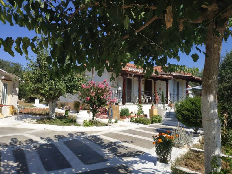 Detached house for sale in Romanos